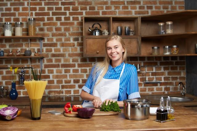 キッチン女性